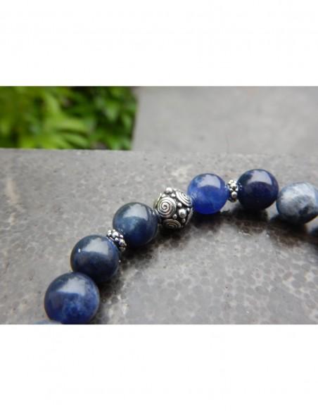 Bracelet en pierres naturelles de sodalite, 8 mm et sa médaille arbre de vie en métal argenté