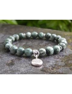 Bracelet en séraphinite, pierres naturelles de 8 mm et sa médaille fleur en argent