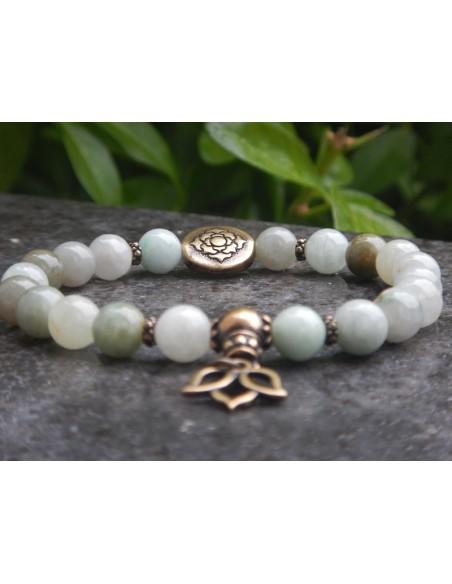 Bracelet en jade de Birmanie et sa fleur de lotus en bronze