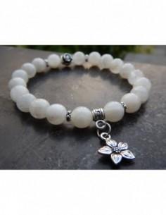Bracelet pierre de lune perles de 8 mm et sa médaille fleur de jasmin