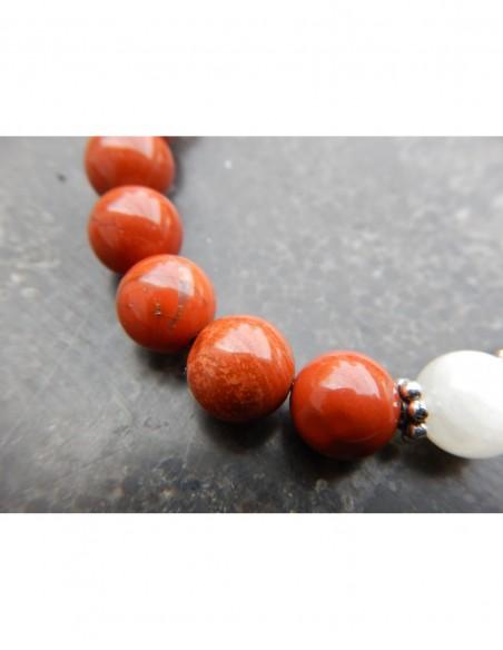 Bracelet en pierres naturelles de jaspe rouge et pierre de lune, perles 8 mm et sa médaille arbre de vie en métal argenté