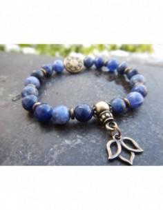 Bracelet en pierres naturelles de sodalite, perles 8 mm, perle mandala en métal bronze et fleur de lotus métal bronze