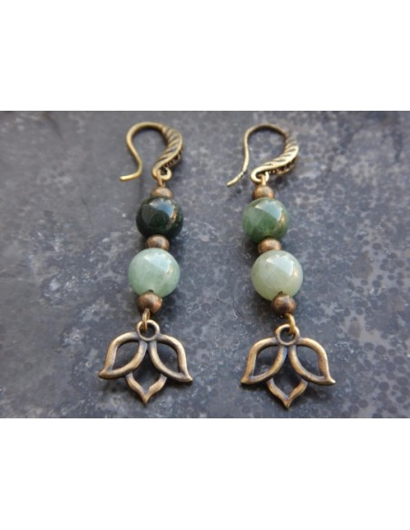 Boucles d'oreilles en perles naturelles de jade, perles 8 mm et sa médaille fleur de lotus en métal bronze